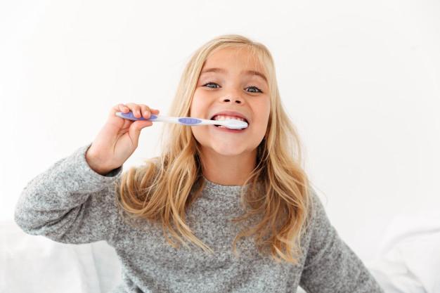 đánh răng trước hay sau ăn sáng